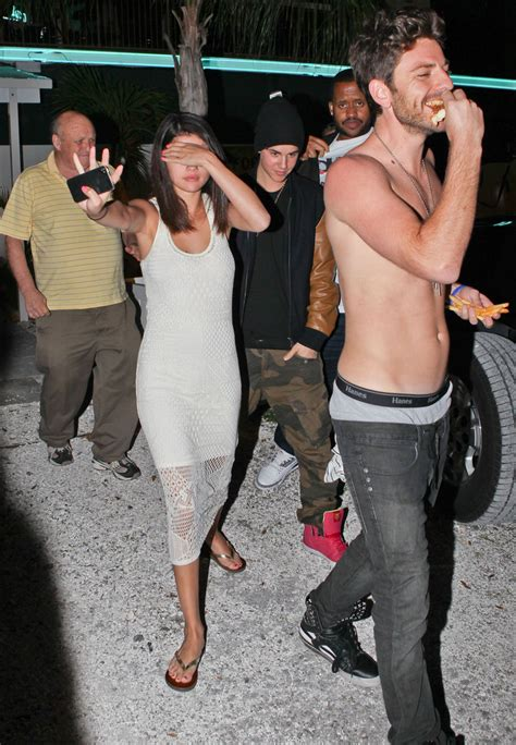 Pictures: Justin Bieber & Selena Gomez Drinking at a