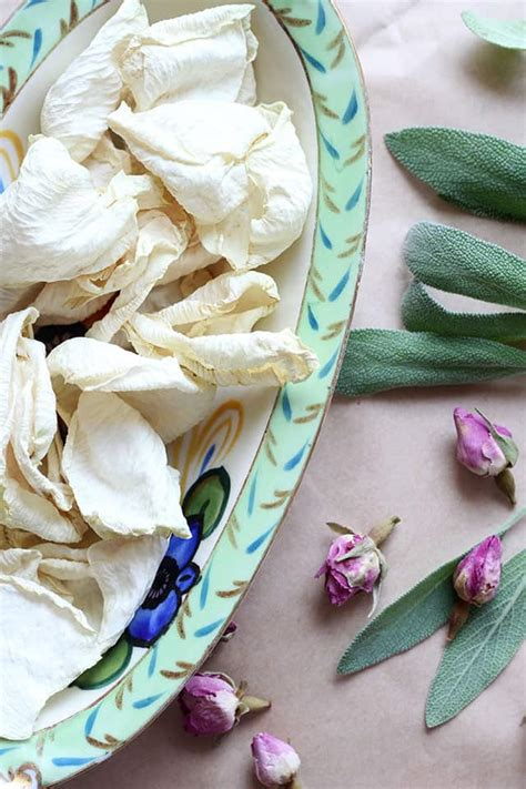 How To: Make Your Own Rosemary Sage Smudge Sticks | Hello Glow